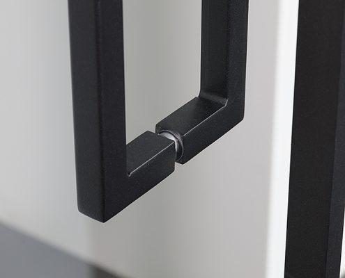 U-vormige deurgreep in zwarte structuurlak