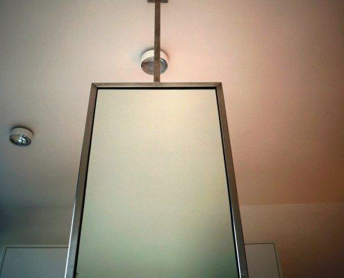 Spiegel met armatuur