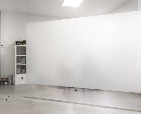 Wand met matte folie-Logopraxis